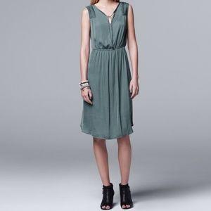🛍️ Vera Wang Satin Pleated Dress